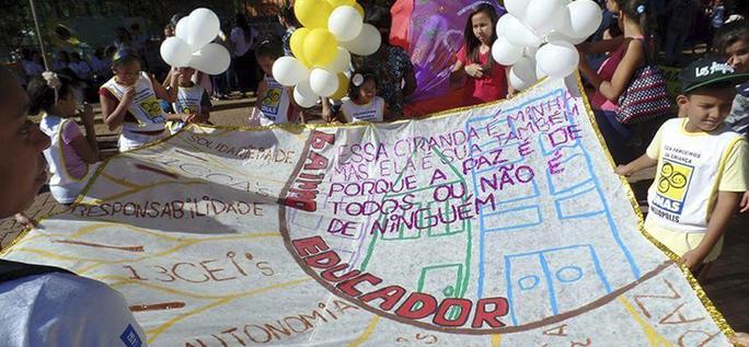Caminhada pela paz: a EMEF Campos Salles traz um projeto inovador, que contempla ideais de autonomia, responsabilidade e solidariedade.