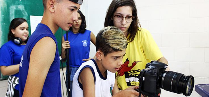 Da plataforma Videocamp ao Instituto Querô, um debate sobre o acesso e o cinema como ferramenta educacional.