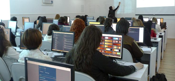 Tecnologia: projeto incentiva a presença de mulheres na programação