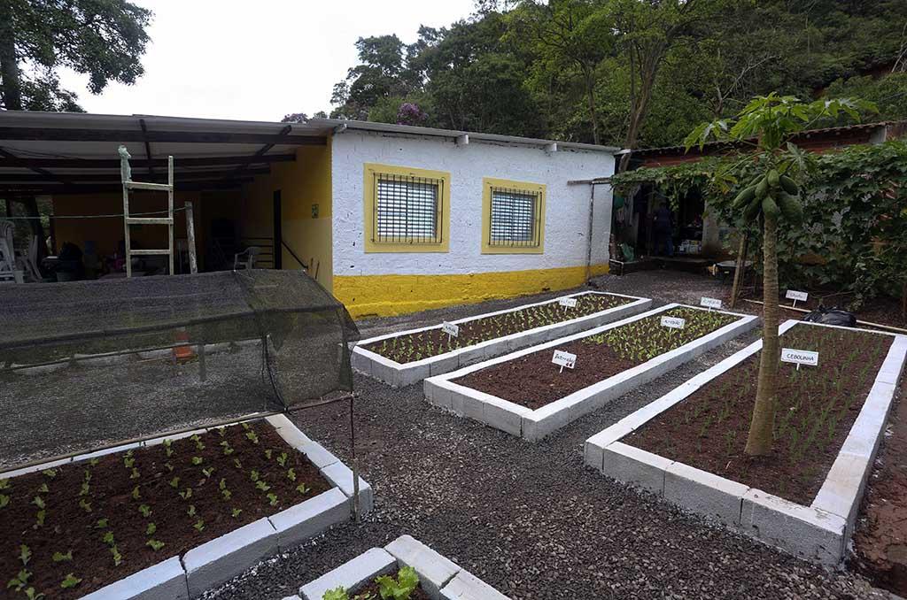 A horta da ONG Chácara das Flores recebeu novas plantas e um cuidado especial