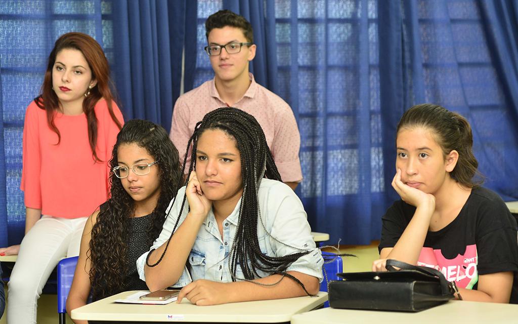 Jovens participantes do Programa Pense Grande nas Etecs se preparam para apresentarem suas ideias