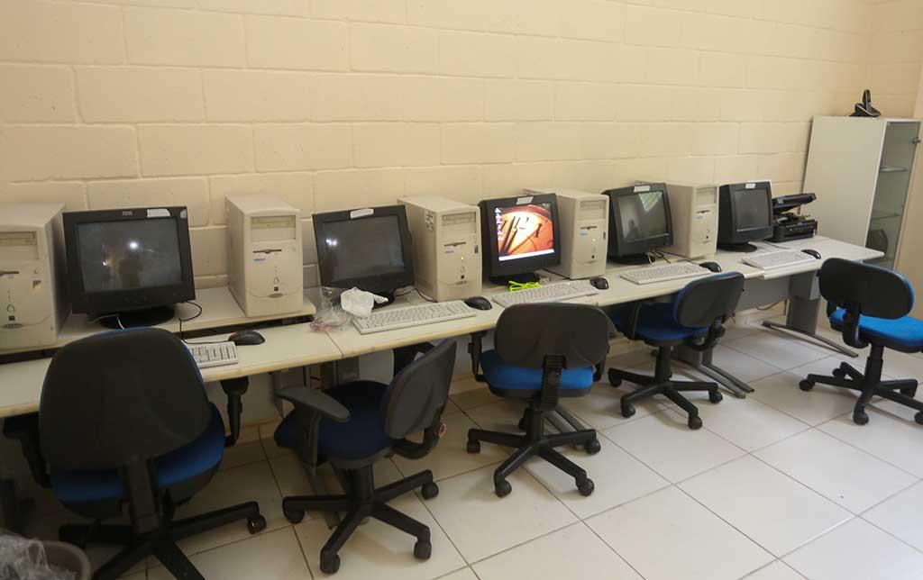 Sala de informática da ONG Chácara das Flores passa por transformação após o Dia dos Voluntários