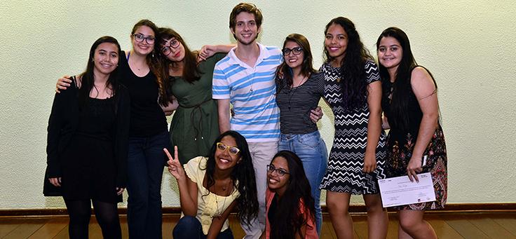 Os jovens empreendedores que se destacaram nas apresentações. Divididos em 17 grupos, os jovens apresentaram seus projetos por meio de pitches