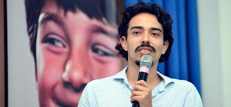 O educador, jornalista e escritor André Gravatá provocou os educadores presentes a repensarem suas atuações