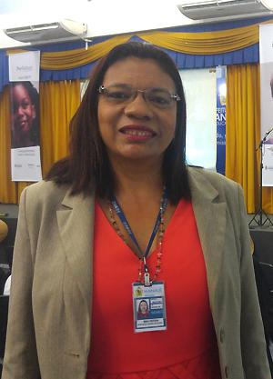 Nizia Feitoza, diretora da Escola Municipal Francisca Lima da Rocha