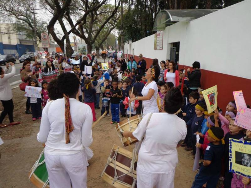 2014: Comunidade escolar organiza passeata pela alteração do nome de EMEI Guia Lopes para EMEI Nelson Mandela