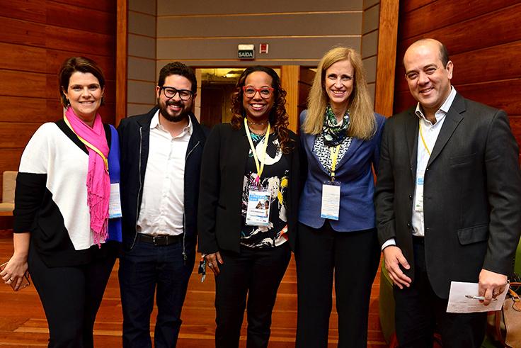 Nas pontas, Mila Gonçalves, Gerente de projetos da Fundação Telefônica Vivo e Americo Mattar, presidente da Fundação Telefônica Vivo