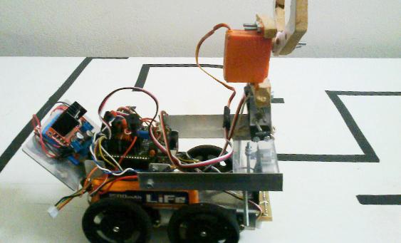 Robô feito pelos alunos da Escola Estadual Professora Elza Facca Martins Bonilha, que usou a tecnologia como caminho para reduzir a evasão escolar por meio do projeto de robótica Pequenos Cientistas, criado em 2010.