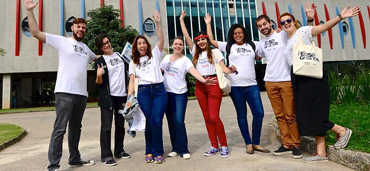 Equipe de voluntários colaboradores da Telefônica Vivo