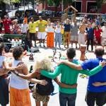 Projeto de ioga propõe autoconhecimento a pessoas em situação de rua no Rio