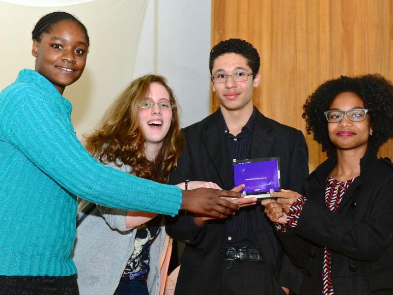 Estudantes premiados pelo Art Aqui e Recicla Go