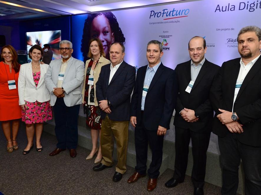 Equipe da Fundação Telefônica Vivo e do governo de Sergipe participam do lançamento do Projeto Aula Digital