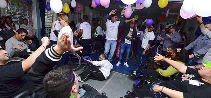 Festa entre voluntários e alunos da escola 29 de Março