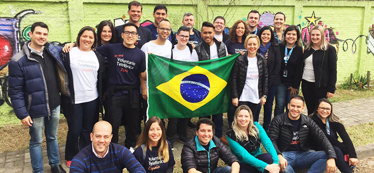 Vacaciones Solidárias em Curitiba teve a participação de Americo Mattar e voluntários do Grupo Telefônica Vivo