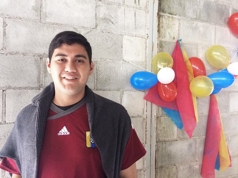 """""""Definitivamente não sou a mesma pessoa que saiu da Venezuela. Foi a experiência mais incrível da minha vida poder estar com as pessoas atendidas na escola e com outros voluntários!"""" Claudio Jesus Gonzales Briceño - Venezuela - Líder de Operações"""