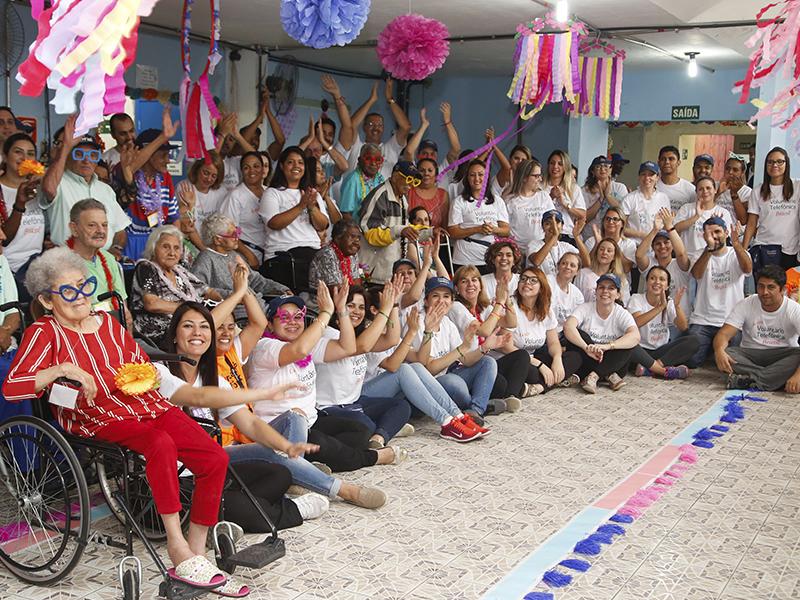 Equipe de Voluntários da telefônica no Nosso Lar_Dia dos Voluntários