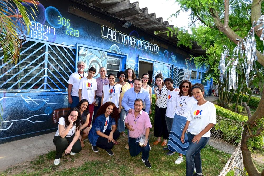 Equipe posa para foto na inauguração do Lab Maker Arrastão