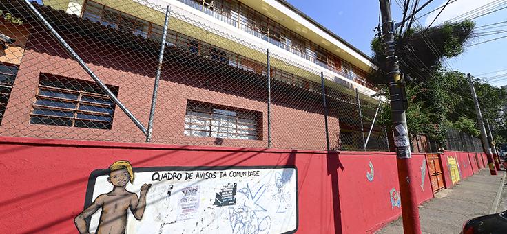 Fachada da escola Amorim Lima