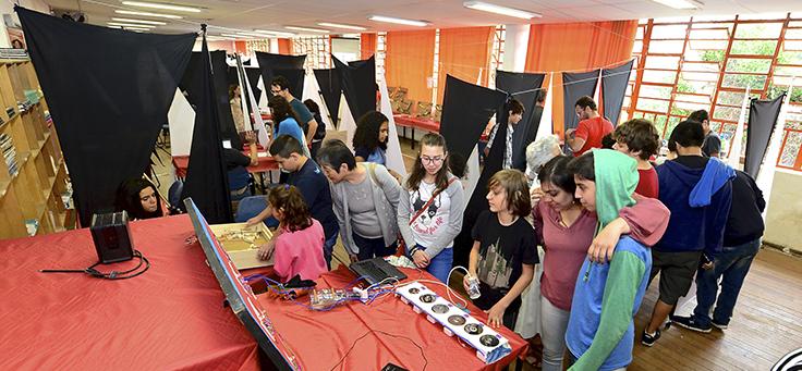 Sala de aula com projetos da Feira Cultural Amorim Lima