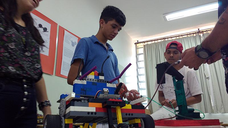 Crianças participam da mostra dos 60 anos da Campos Salles