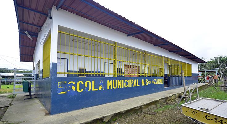 Fachada da Escola Municipal Nossa Senhora do Carmo em Manaus