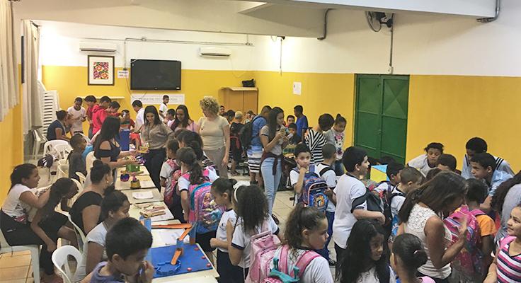 Alunos apresentam projetos de robótica em feira aberta na escola EMEF Almirante Ary Parreiras, na zona sul de São Paulo
