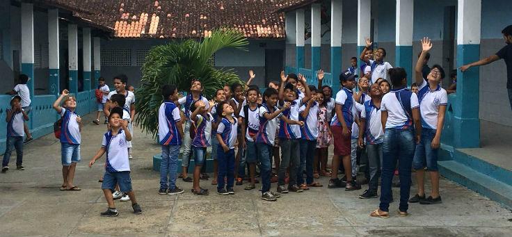 Alunos no pátio da Escola Estadual General Calazans, na cidade de Nossa Senhora das Dores (SE), é uma das contempladas pelo Aula Digital
