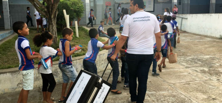 Texto Alternativo Alunos no pátio da Escola Estadual General Calazans, na cidade de Nossa Senhora das Dores (SE)