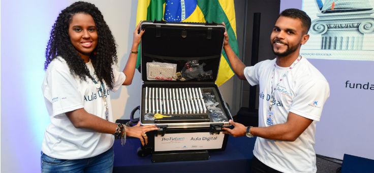Kits tecnológicos do projeto Aula Digital são entregues em Sergipe
