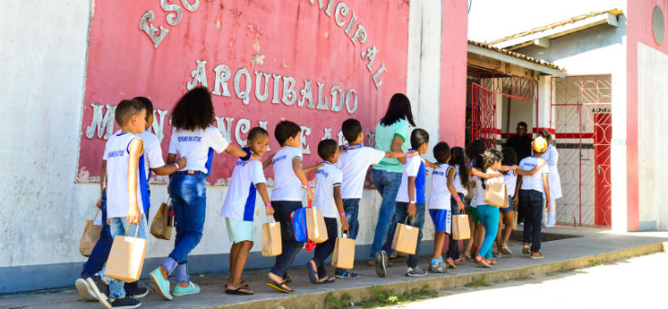 Alunos da escola Escola Municipal Arquibaldo Mendonça de Araújo (EMAMA), em Indiaroba (SE), uma das contempladas pelo projeto Aula Digital