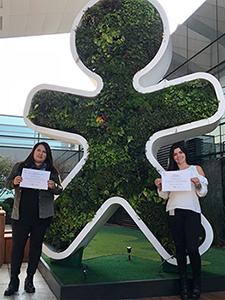 A fotografia mostra Bruna Oliveira e Janice Pinheiro. Elas foram voluntárias premiadas pelo Gente de Valor, da Fundação Telefônica