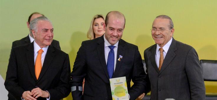 Americo Matar, diretor presidente Fundação Telefônica recebe o prêmio Viva Voluntário em Brasília das mãos do presidente Michel Temer