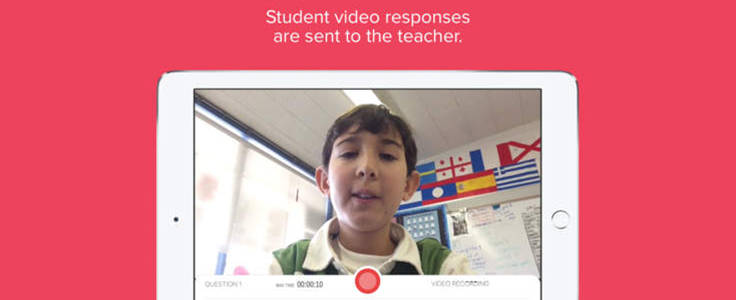Imagem mostra criança na tela do celular usando o aplicativo Recap
