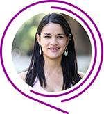 Emanuelly Ferreira de Oliveira sorri para a foto e tem cabelos longos, lisos e pretos