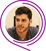 O jovem Vitor Hazin posa para foto