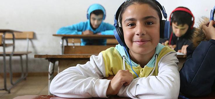 Logo com fundo preto, letras brancas e grafismo em vermelho traz o nome do projeto Can't Wait to Learn, um dos premiados pelo uso de tecnologia da educação em iniciativa da Unesco.