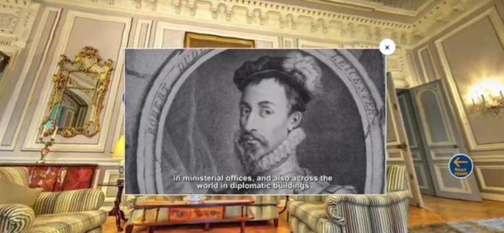 Imagem mostra quadro projetado para além de uma parede de um prédio histórico, acompanhado de uma legenda descritiva. O projeto ThingLink foi um dos premiados pelo uso de tecnologia da educação em iniciativa da Unesco.