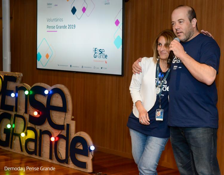 Imagem diretor -presidente da Fundação Telefônica Vivo, Americo Mattar e Niva Ribeiro, vice-presidente de Pessoas da Vivo durante evento Demoday