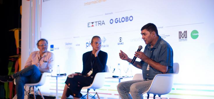 Especialistas debatem no palco em no evento Educação 360