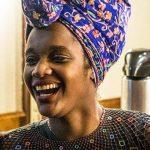 Ativista Winnie Bueno cria 'Tinder dos Livros' e revoluciona pela literatura