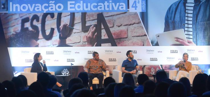 A historiadora Diana Gonçalves Vidal está no palco, falando em painel do Fórum Inovação Educativa, promovido pela Folha de S.Paulo em parceria com a Fundação Telefônica Vivo.