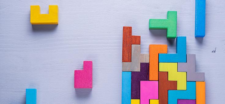 Imagem mostra várias peças coloridas que se encaixam uma na outra