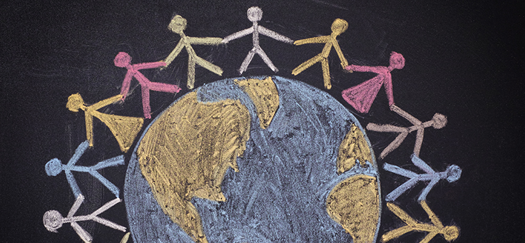 Para ilustrar os ODS, Objetivos de Desenvolvimento Sustentável, da ONU, bonecos de mãos dadas formam uma ciranda em volta de um globo terrestre em desenho feito a giz.